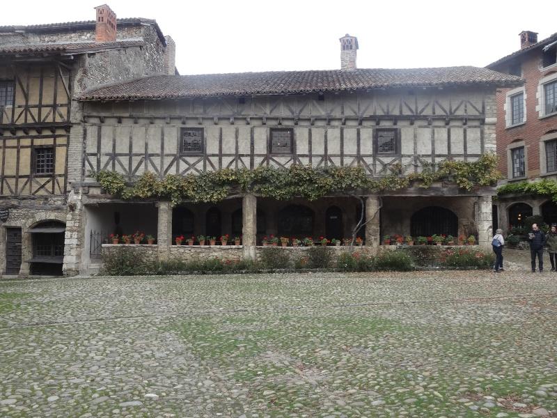 Cité médiévale de Pérouges 01412
