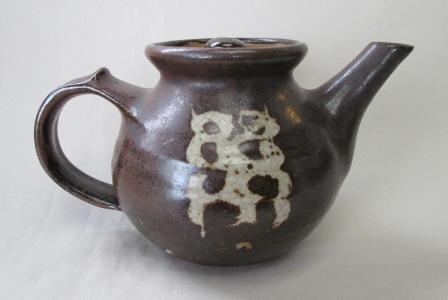 Teapot with four dots?  Is Denys Hadfield. 4_dots11