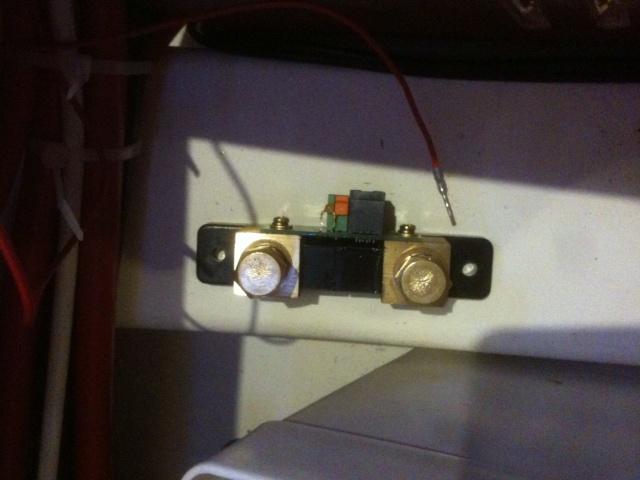 [Astuce] Installation d'un contrôleur de batterie Victron BMV700 Img_1410