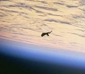 Vaisseau spatial autour de la terre ou débris ?  Screen15