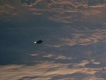 Vaisseau spatial autour de la terre ou débris ?  Screen16