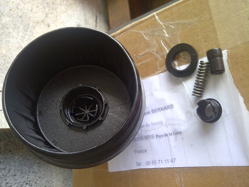 pièces cassées trouvées dans le bocal filtre à huile Img-2044