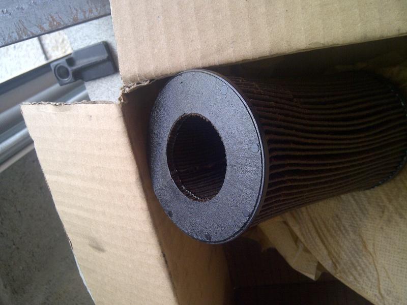 pièces cassées trouvées dans le bocal filtre à huile Img-2047