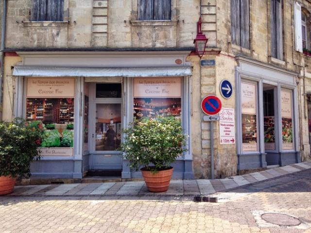Le centre ville de Pauillac reprend provisoirement de la couleur ! Img_9910