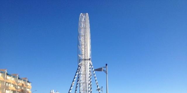 Lacanau (33) : la nouvelle grande roue est installée La-gra10