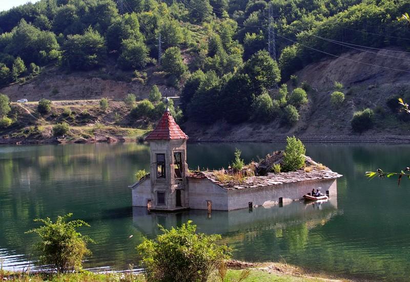 Les églises noyées de Mavrovo (Macédoine),  Mediano (Espagne) et San Pedro (Italie) 85074110