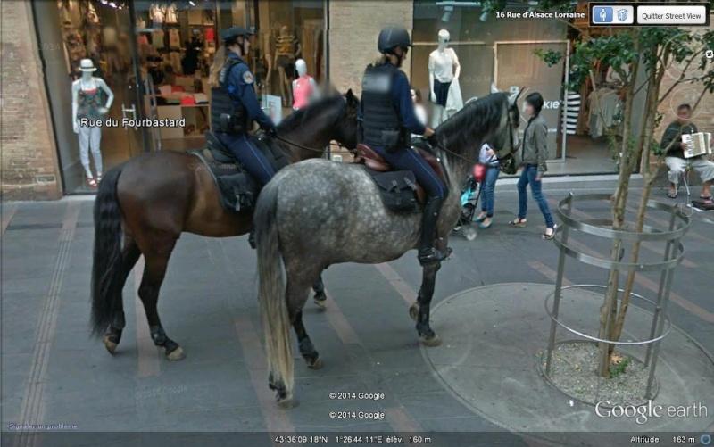 """STREET VIEW - La """"Police Montée"""" à Toulouse - France Aa179"""