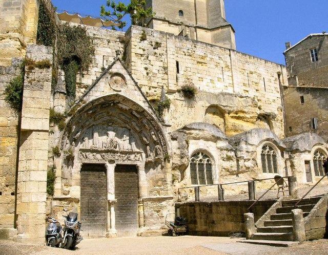 Les églises monolithes et troglodytiques    - Page 2 Portai10