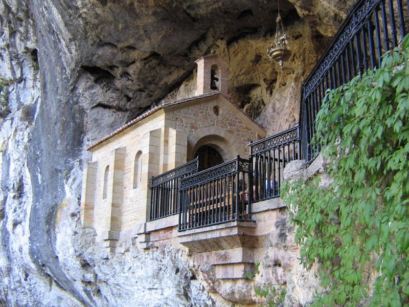 La Santa Cueva de Covadonga - Asturies - Espagne. Santa_11