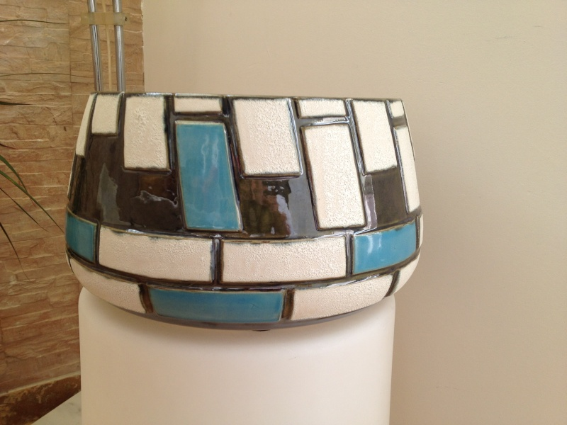 Could someone help me id this geometric pattern pot, please? Thanks 2014-110