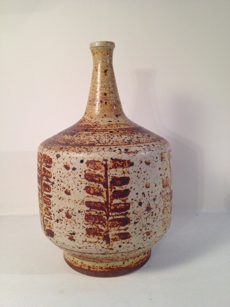 Could someone help me id this vase please? 2014-113