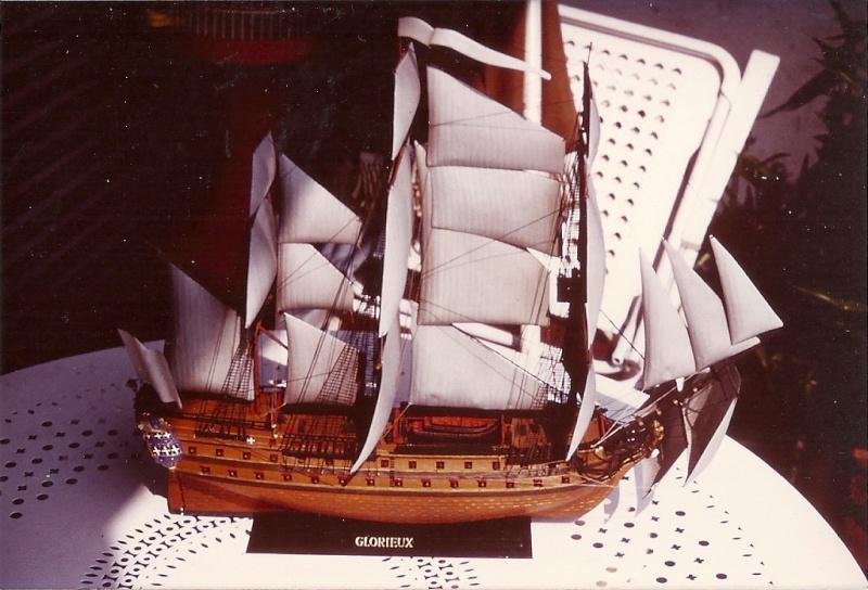 Le Glorieux (maquette Heller au 1/150) - Page 7 Numari13