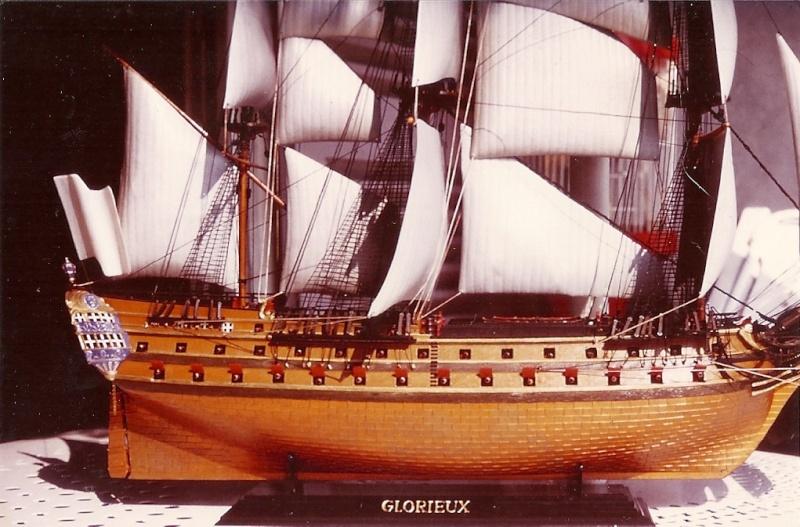 Le Glorieux (maquette Heller au 1/150) - Page 7 Numari16