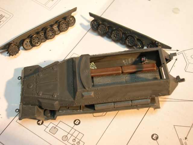 SDKFZ-231(6 roues)+  Sd.Kfz.251/1 + kubelwagen 1/72 Italeri  +  Sd.Kfz.251/1 Dscn3431