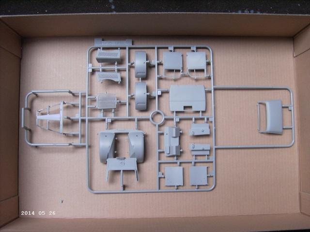 Opel Blitz Maultier Koffer (Sanitätswagen) 1:35 von Dragon Pict3412