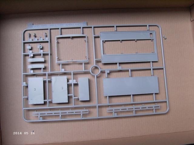 Opel Blitz Maultier Koffer (Sanitätswagen) 1:35 von Dragon Pict3415