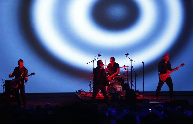 U2   - Page 16 11u2-m10