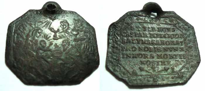 ICONOGRAFIA de la NATIVIDAD en las medallas devocionales Kajpc410