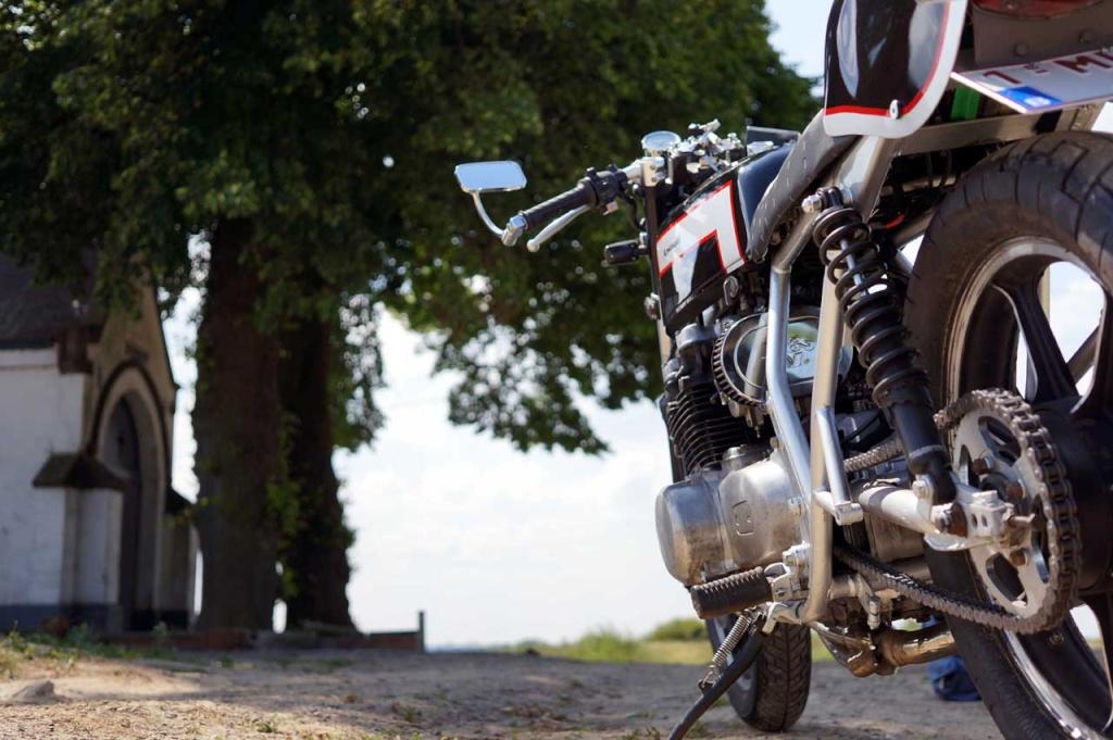 Kawa Z500 pourrie vers racer sympa et low cost>>> photos fin - Page 5 Compr310