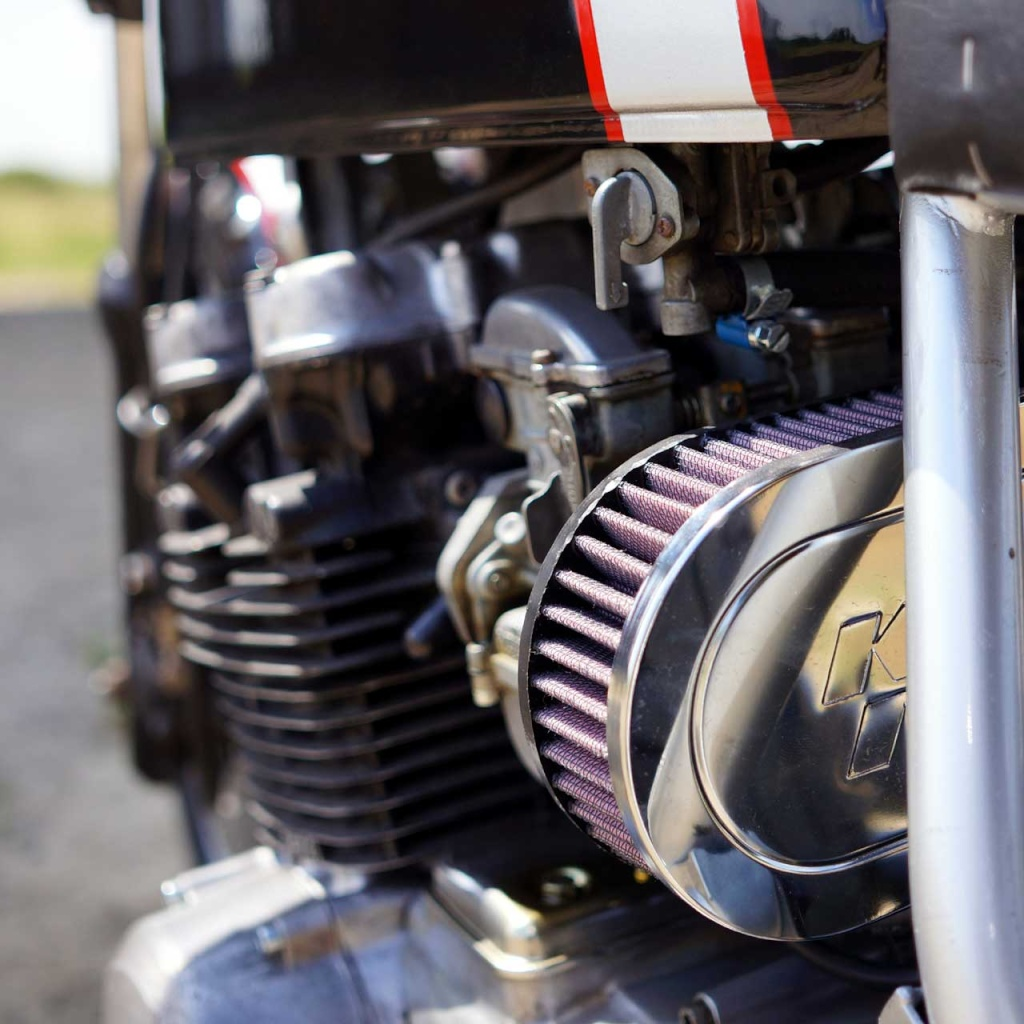 Kawa Z500 pourrie vers racer sympa et low cost>>> photos fin - Page 5 Compr410