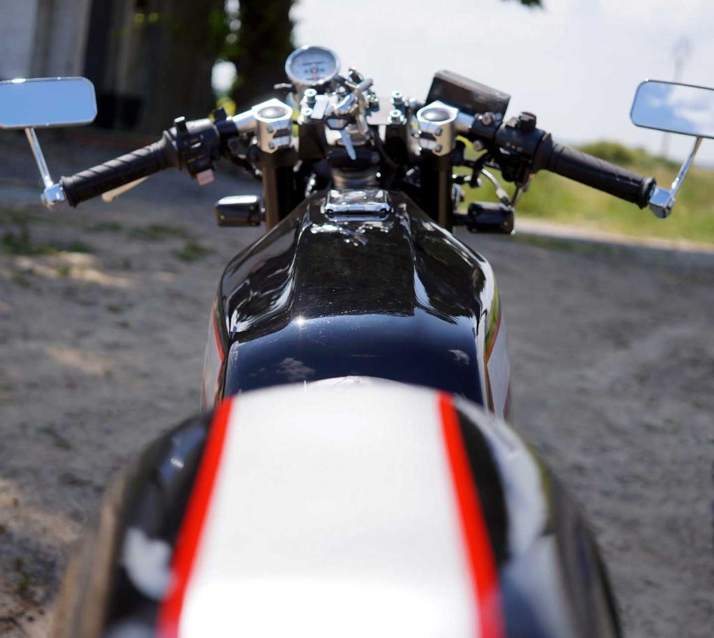 Kawa Z500 pourrie vers racer sympa et low cost>>> photos fin - Page 5 Compr610
