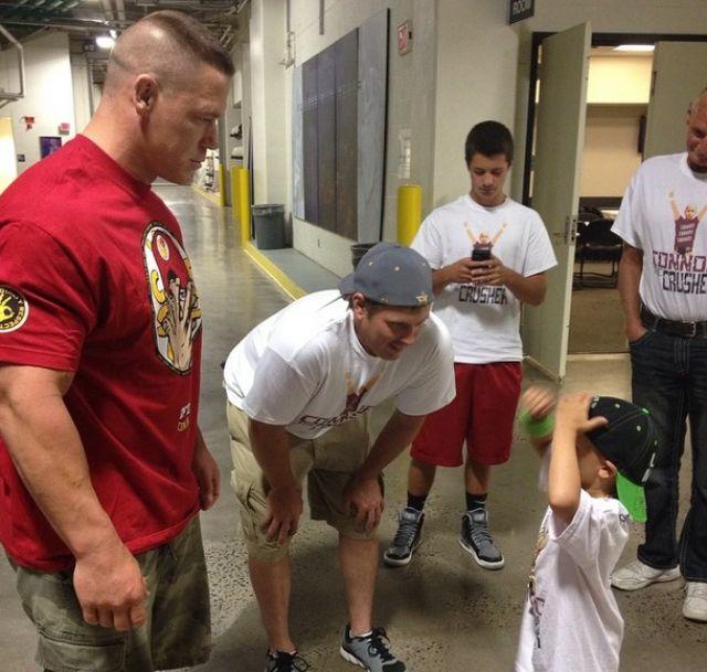 نجوم WWE يشاركون في مساعدة أطفال السرطان  211