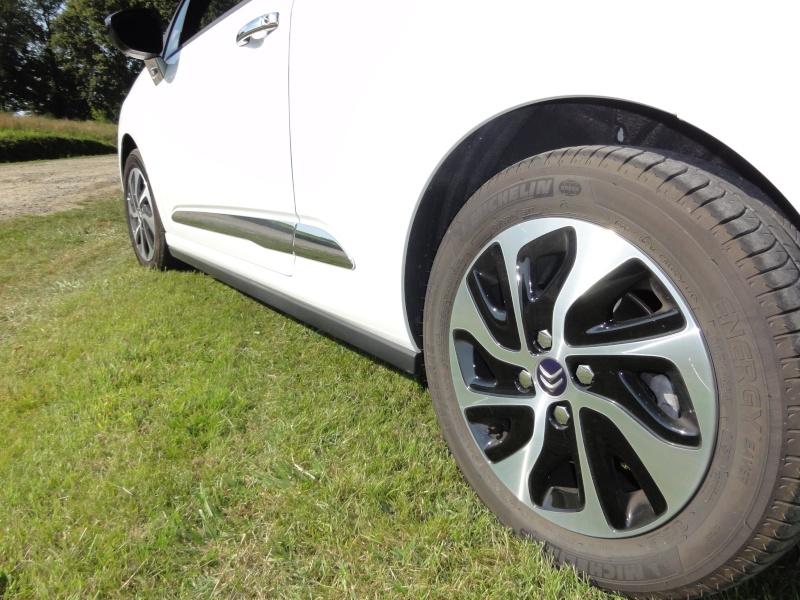 [BÉBEILLE] Citroën DS3 e-hdi 90cv So Chic Blanc/Bleu infini Dsc09314