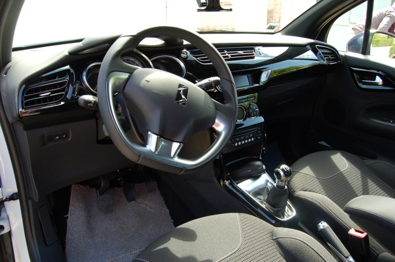[BÉBEILLE] Citroën DS3 e-hdi 90cv So Chic Blanc/Bleu infini Dsc_5110