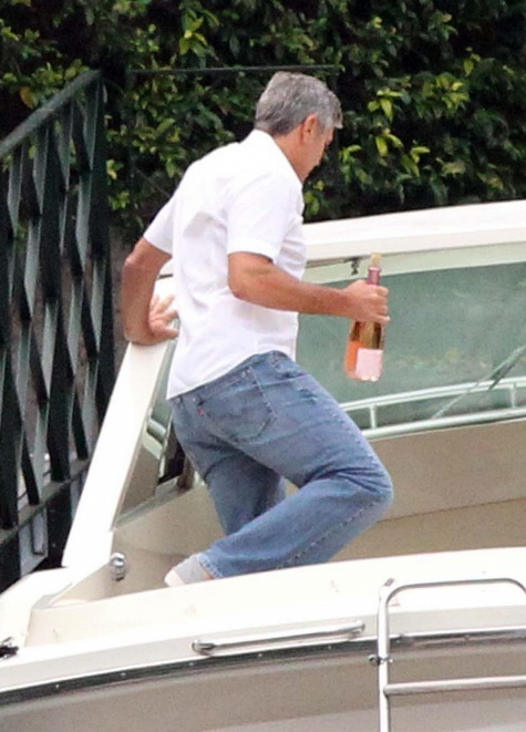 George Clooney on a yacht Bot1310