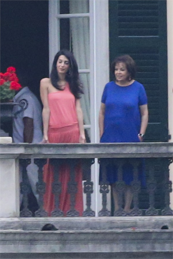 George Clooney and Amal in Laglio (with her mother)  Como12