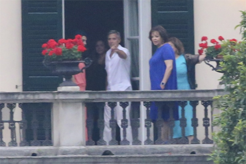 George Clooney and Amal in Laglio (with her mother)  Como711
