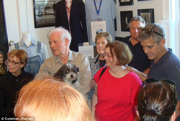 George Clooney meets Fans in Augusta Kentucky - Rosemary Clooney Museum - Page 2 Dog10