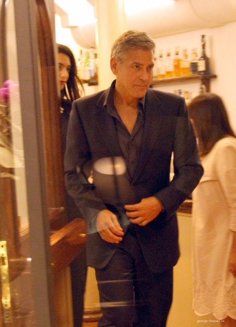 George Clooney & Fiancee Amal Alamuddin Make It a Family Night in Italy! - Page 2 Door710