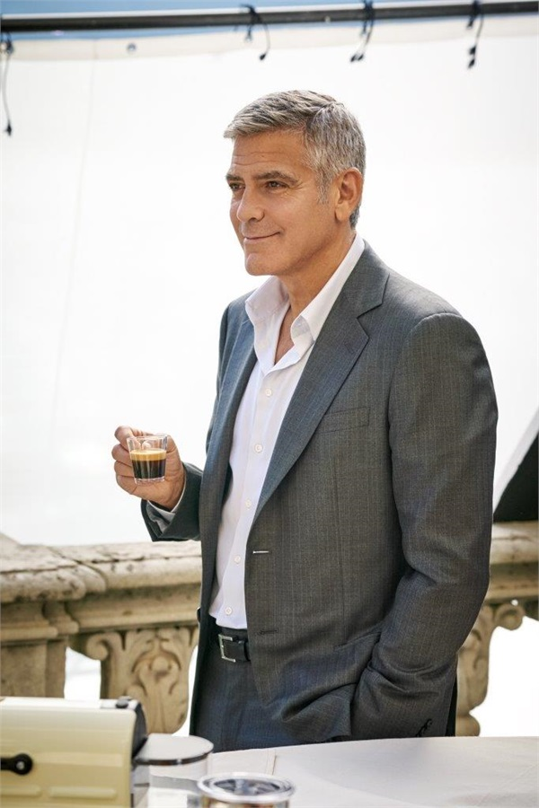 George Clooney and JEAN DUJARDIN doing a new NESPRESSO SPOT - Page 4 It710