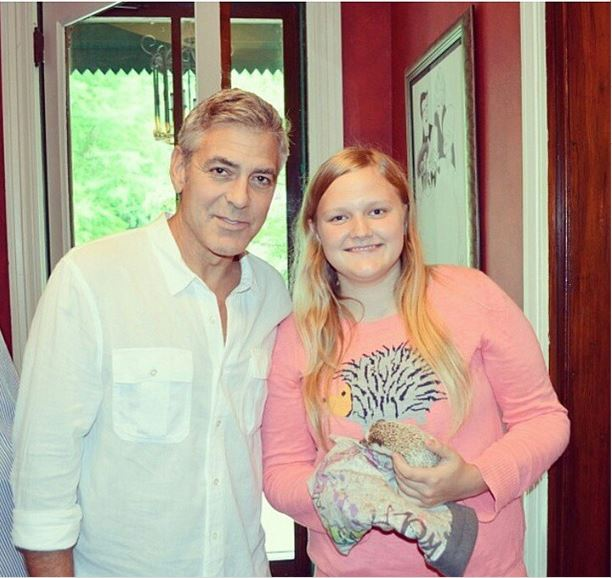 George Clooney meets Fans in Augusta Kentucky - Rosemary Clooney Museum - Page 2 Kid10