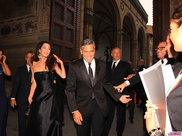 George Clooney and Amal to visit the Celebrity Fight Night Foundation in Florence - Page 4 Kiss511