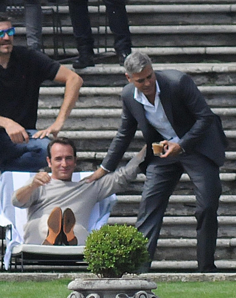 George Clooney and JEAN DUJARDIN doing a new NESPRESSO SPOT - Page 2 Neu411
