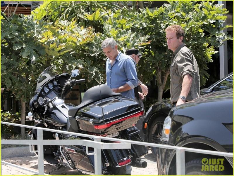 George Clooney and Rande Gerber at Cafe Habana Neu510