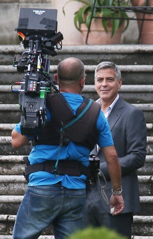 George Clooney and JEAN DUJARDIN doing a new NESPRESSO SPOT - Page 3 Tach1010