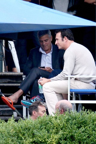 George Clooney and JEAN DUJARDIN doing a new NESPRESSO SPOT - Page 3 Tach1110