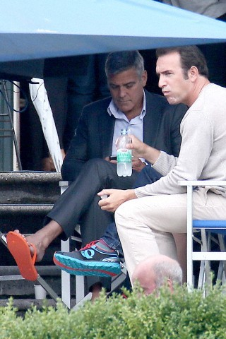 George Clooney and JEAN DUJARDIN doing a new NESPRESSO SPOT - Page 3 Tach810