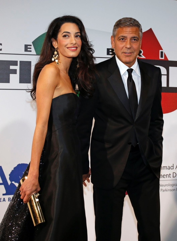 George Clooney and Amal to visit the Celebrity Fight Night Foundation in Florence - Page 2 Tata310
