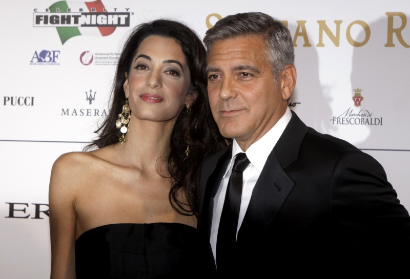 George Clooney and Amal to visit the Celebrity Fight Night Foundation in Florence - Page 2 Tata410