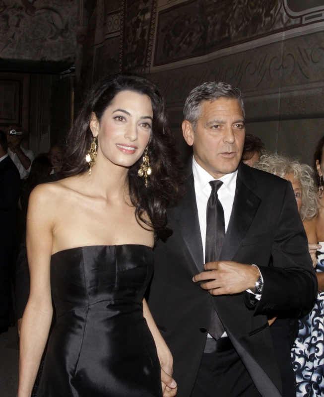 George Clooney and Amal to visit the Celebrity Fight Night Foundation in Florence - Page 2 Tata510