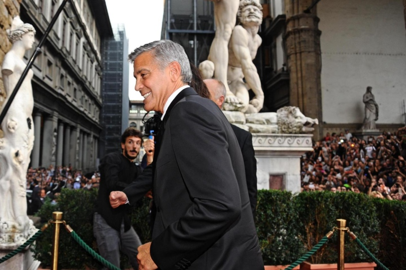 George Clooney and Amal to visit the Celebrity Fight Night Foundation in Florence - Page 2 Tata710