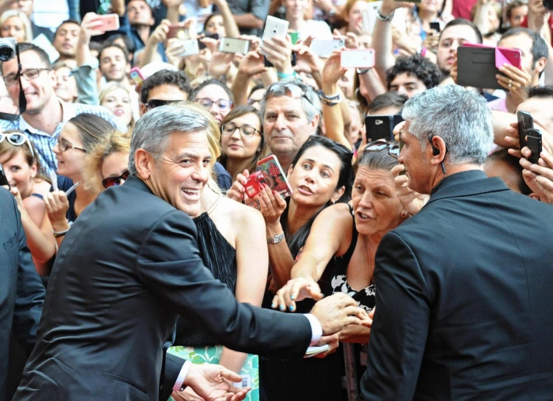 George Clooney and Amal to visit the Celebrity Fight Night Foundation in Florence - Page 2 Tata810
