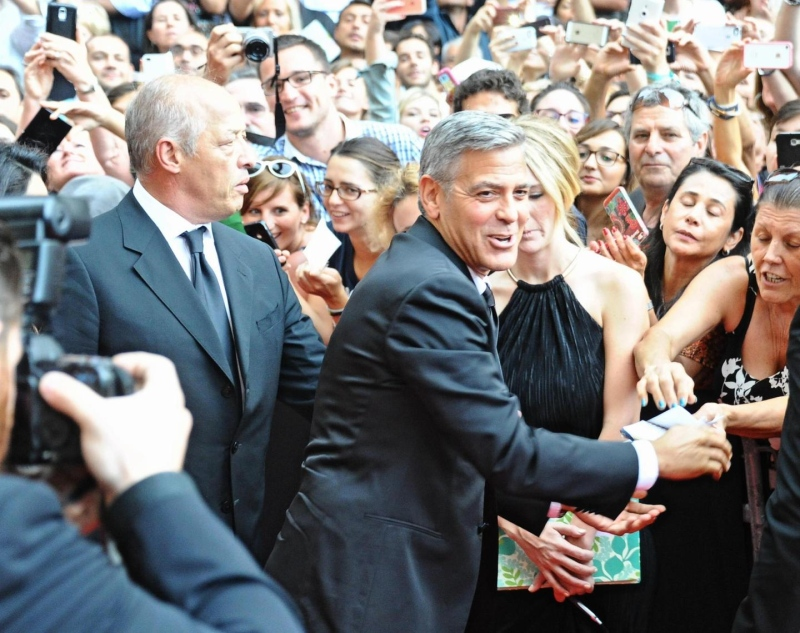George Clooney and Amal to visit the Celebrity Fight Night Foundation in Florence - Page 2 Tata910