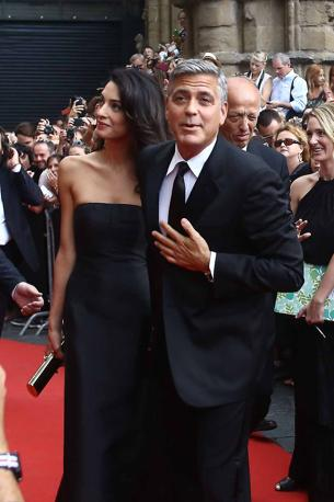 George Clooney and Amal to visit the Celebrity Fight Night Foundation in Florence - Page 2 Yap310