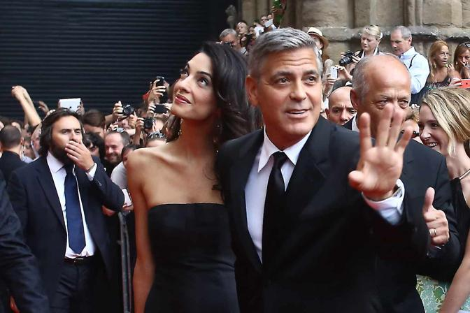 George Clooney and Amal to visit the Celebrity Fight Night Foundation in Florence - Page 2 Yap410