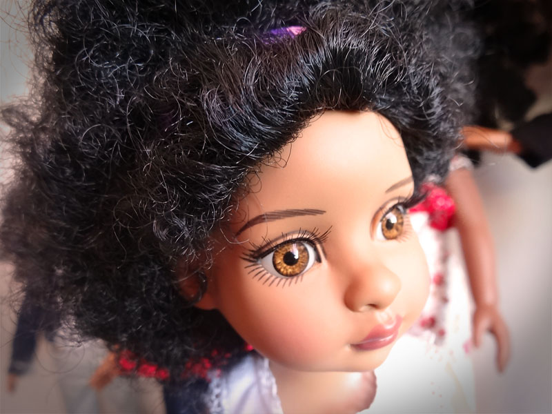 Trixie et mes poupées noires frisées 524